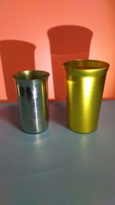 金と銀のグラス